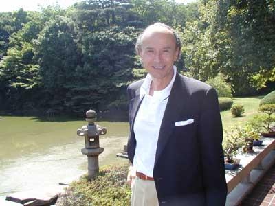 L'ambasciatore Menegatti nel giardino della sua residenza