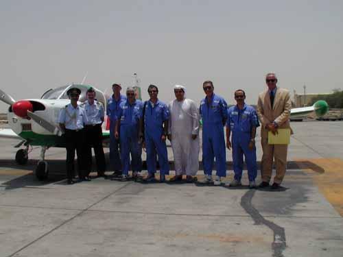 Foto di gruppo con i nostri addetti militari (Col. Marzano e Sorini) il direttore dell'Aviazione Civile di Sharja, Mohammed Saif Al-Hairi e il Console Volini