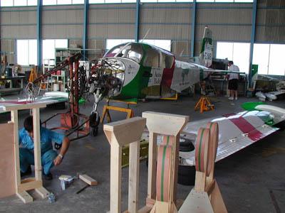 Gli aeroplani vengono preparati per la spedizione...