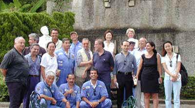 Foto di gruppo (il signore pallido è la statua di Puccini)