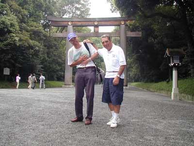 Allora rilassiamoci con un bel 'Cityrama' tour. Qui siamo allo 'Shinto Shrine'...