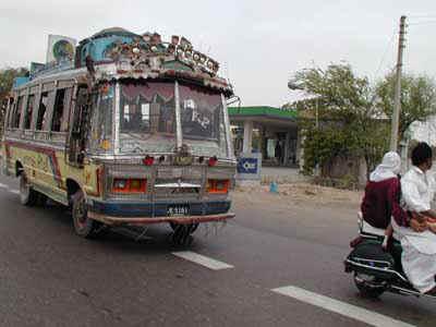 Il pittoresco traffico a Karachi